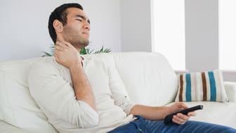 Är det sittandet som orsakar värken för de med manuella arbeten?