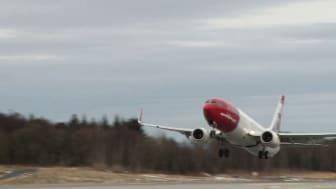 Norwegians LN-NOJ tar av från Bergens flygplats, Norge