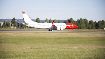Norwegian's first Boeing 737 MAX arriving at Oslo Airport