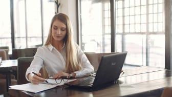 Ny rapport visar att skillnaderna i ränta mellan kvinnor och män minskar