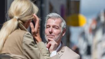 Wer gut hört steht in Kontakt mit seinem Umfeld und genießt seine Lebensqualität. Foto: FGH