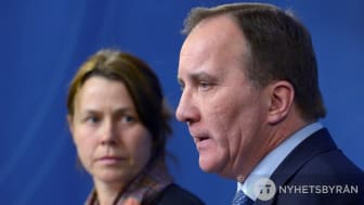 Åsa Romson och Stefan Löfven vid presskonferensen 24 november 2015 då den tillfälliga lagen presenterades.