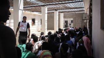 Ett förvar för flyktingar, migranter och asylsökande i Khoms, Libyen, september 2018. Foto: Sara Creta/Läkare Utan Gränser