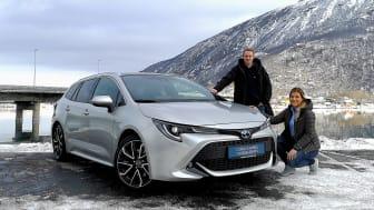 Narvik: Isak Peder Berntsen og Nina Richardsen fra Nordvik er klar for lansering av nye Corolla Hybrid.