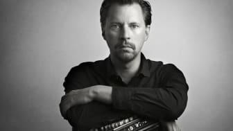 Mikael Agustsson kommer till Vara Konserthus med sin Halvt Elektrifierade Kvintett