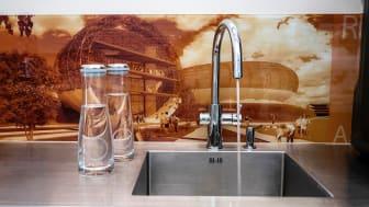 Randers Arkitekten har et mål om at udfase plastikflasker og spare CO2 og har derfor installeret GROHE Blue vandsystem.