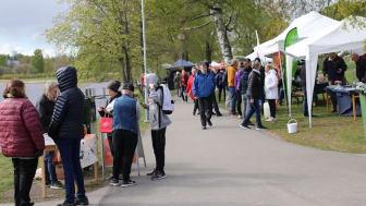 LindeDagen lockade även i år många utställare och besökare till Strandpromenaden i Lindesberg  (Foto: Sara Eidevald, Lindesbergs kommun)
