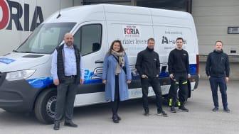 Från vänster: Richard Isaksson, transportsäljare Hedin Bil; Tove Winiger, kommunikations- och hållbarhetschef Foria; Arto Niemi, driftchef Foria Åkeri; Pontus Eriksson, förare Foria Åkeri; samt Felix Ek, projektledare Biodriv Öst.