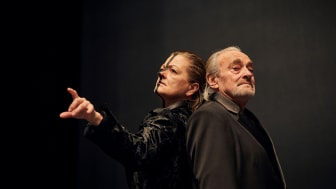 ‹Faust 1 & 2› am Goetheanum: Barbara Stuten und Urs Bihler (Foto: Lucia Hunziker)