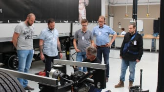In the cool BPW loft, the EWALS Cargo Care technicians received practical insights into the BPW Group's entire product programme on the training trailer.