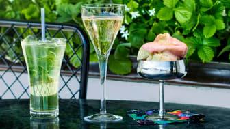 Champagne och iste på Svenskt Tenns uteservering i sommar