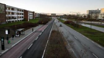 Amiralsgatan skär idag genom staden. Som stadshuvudgata ökar tillgängligheten i området, fysiska och mentala barriärer minskar och möjligheterna för ett klimatsäkert och jämlikt resande förbättras. Foto: Malmö stadsbyggnadskontor
