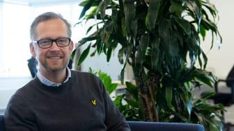 AddMobiles produktutvecklingschef Niklas Böös berättar hur det är att arbeta som utvecklare på AddMobile. Foto: AddMobiles AB