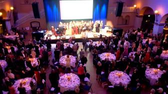 1,6 Miljonerklubben  firar 20 årsjubileum för kvinnors hälsa tillsammans med artister, medlemmar, medicinska experter, ambassadörer och medarbetareR