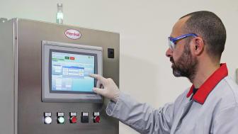 Bonderite E-CO DMC -ohjaimessa on intuitiivinen kosketusnäyttö ja sisäinen muisti, johon voidaan tallentaa käytännöllisesti katsoen rajaton määrä prosessiparametreja enintään 15-vaiheisista metallin käsittelylinjoista.
