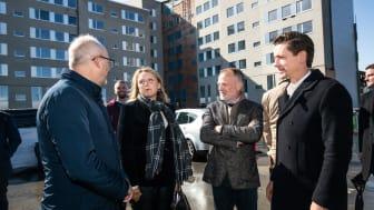 Boligminister Kaare Dybvad Bek, Anne Skovbro, By og Havn, Christian Høgsbro, AAB og Robin Feddern, AG Gruppen fejrer første spadestik på 148 nye almene boliger og en daginstitution i Ørestad Syd