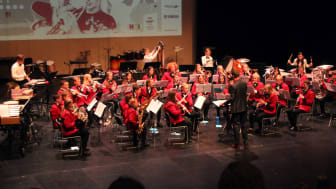 Hordaland er den eneste regionen med økning i antall medlemmer i 2017. På bildet ser vi Midtun Skoles Musikkorps på scenen under NM skolekorps janitsjar 2017.