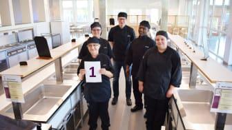 Glada och stolta medarbetare på Nyvångsskolans kök i Dalby, som under 2020 hade högst andel svenskproducerade ekologiska livsmedel i Lunds kommun.