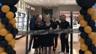 Butikschef Christina Alvefridh, tillsammans med medarbetare på Synoptik i C4 Shopping.