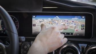 I MBUX styres mange af bilens funktioner fra en 3D-model af bilen. Ved at dreje, swipe og pege på skærmen, styrer man systemet.