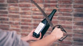 Gå en sabreringskurs på The Winery Hotel i sommar. Foto: Jan Malmström