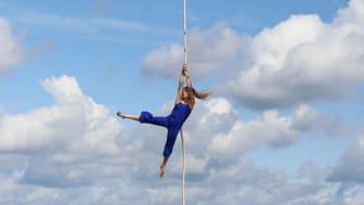 """""""Ophav - Akrobatik på havnekanten"""" er blot én af de mange forestillinger i den nye internationale gadeteaterfestival under festugen."""