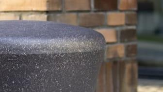 AART og out-sider skaber byrumsmøbel af plastaffald
