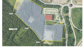 Gula markeringen visar var viltstängslet sätts upp. Grå skuggning visar avverkningsytan. Ett flyttbart byggstängsel ska avskilja Friskis & Svettis från etableringsytan.
