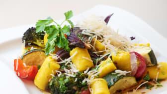 Laga mat i ångugn, vardag som helgdag. Tisdagens recept för ångugn är potatisgnocchi med rostade grönsaker och brynt smör.