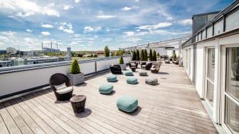 Pro7-Terrasse in München: Über den Dächern der Landeshauptstadt wurde diese Dachterrasse des TV-Senders mit Kebony gestaltet.