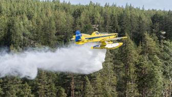 Nu ställs de mindre skopande flygplanen i beredskap. Foto: Jörgen Ericsson, SAAB.