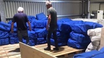 Lions tält packas och lastas i pallar.