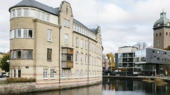 Riksbyggen i Borås flyttar till anrika och nyrenoverade lokaler på Viskaholm