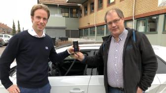 Christian Salvesen, prosjektansvarlig for trafikksikkerhet og Dräger Alkolås hos KGK i Norge (venstre) og Eirik Olaussen, faglig leder for Sande Trafikkskole (høyre).