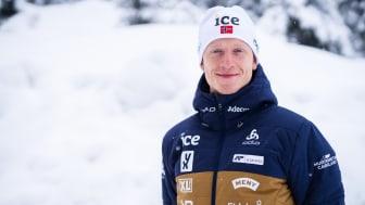 FORNYER SAMARBEIDET: Hurtigruta Carglass, Norges Skiskytterforbund og Johannes Thingnes Bø forlenger samarbeidet med enda ett år. Foto: Christian Haukeli