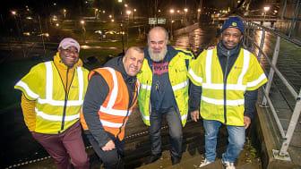 Kelvin Banye, Rais Abbas, Alismir Jugo och Anthony Omozuafo är några av trettiotalet föreningsvandrare som ger sig ut i kvällsmörkret på fredagskvällen.