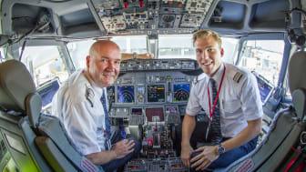 Norwegian 737 pilots in cockpit - SkyBreathe