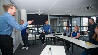 Nu bliver det obligatorisk med blåt tøj i IT-virksomheden team.blue
