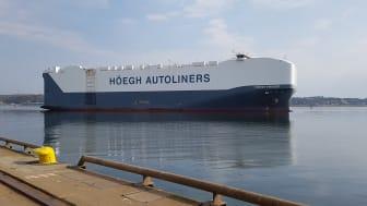 Tillsammans med sina systerfartyg är Höegh Trigger världens största fartyg av sin typ. Flera av fartygen i den så kallade Horizon-klassen kommer nu att trafikera Göteborgs hamn regelbundet. Bild: Höegh Autoliners.