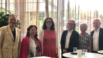 Under måndagen lanserades initiativet International Youth Think Tank. På plats fanns delar av referensgruppen. Fr v Rainer Münz, Lenka Rovná, Cecilia Malmström, Urban Strandberg, Pam Fredman och Dennis Andersson.