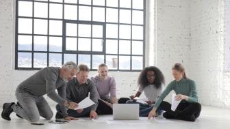 Nästan hälften av anställda på företag tycker dålig kommunikation är den största orsaken till stress. En bra samarbetsplattform kan underlätta vardagen och öka produktiviteten samtidigt som stressen minskar.