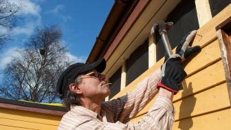 Att ta det lugnt och använda skyddsutrustning kan minska risken för skador vid projekt hemma. Foto:Mostphotos