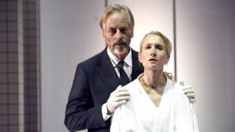Øystein Røger og Birgitte Larsen spiller i Sarah Kanes Renset på Nationaltheatret. Foto: Øyvind Eide.