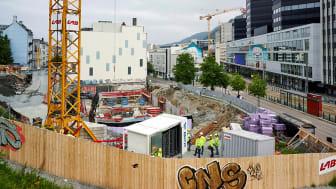 Norske byggeplasser skal bli utslippsfrie. Nå setter Enova i gang 2.utlysingsrunde for pilotprosjekt som skal få ned utslippene på byggeplassene (Foto:BKK)