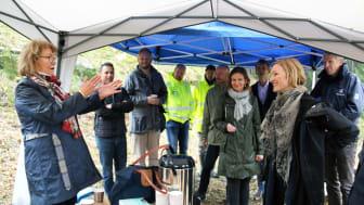 Direktør i Velferdsetaten, Lilleba Fauske, fortalte at hun gleder seg til boligene står klare om et år.