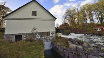Nora kommun överklagar beslutet om att tillåta rivning av dammen.
