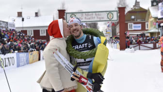 John Kristian Dahl vann Vasaloppet 2017. Kranskulla Lydia Sundin.