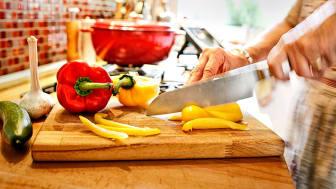 Die meisten Haushaltsunfälle passieren in der Küche. Foto: SIGNAL IDUNA