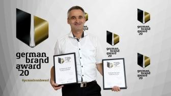 Thomas Kamm (Marketingleiter Fendt-Caravan) mit den Auszeichnungen