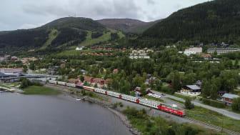 Åreskutan med Snälltåget i förgrunden